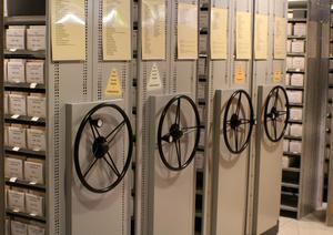 I microfilmsarkivet på Kungliga biblioteket kan man läsa de flesta årgångar av mängder av olika tidningar. Foto: Ulla Laiho