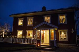 Julstämningen är påtaglig i familjen Söderberg/Vestbergs hus.
