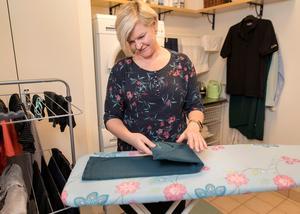 En del av Konmari handlar om hur man förvarar sina saker. Kläder ska vikas på ett visst sätt, så att man alltid har en översikt över alla kläder.Foto: Thomas Johansson/TT