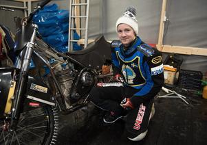 Martin Haarahiltunen med hojen – som bland annat har en ny ram säsongen till ära.