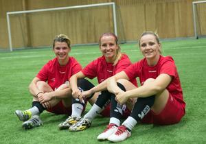 Trion från cypriotiska Famagusta som ska hjälpa Smedjebacken i division två. Frn vänster: Alexandra Hornea, Claudia Chiper och Anastasia Toma.