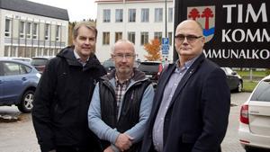 Niklas Edén, gruppledare (C), Sven-Åke Jacobson, gruppledare (KD) och Tony Andersson, oppositionsråd (M) vill minska personal och höja terminsavgifter för att rädda verksamheter i kommunen. Det framgår i oppositionens budget.