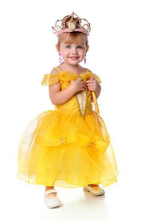 Visst får flickor vara prinsessor - men experimentera med egenskaperna. Kanske behöver prinsessan ett svärd för att försvara sig mot draken?