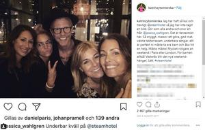 Katrin Zytomierska festar med bland andra sin ex-make Bingo Rimér och Pernilla Wahlgren.