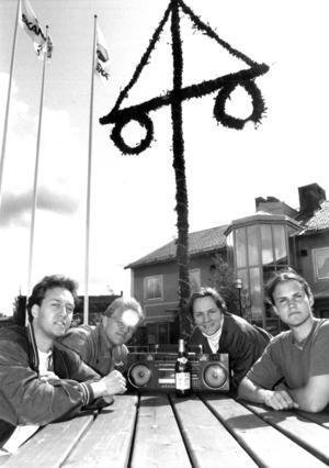 Bandet Blomkraft på Svenstaviks nya torg 1992. Blomkraft uppträdde sedan på invigningen.