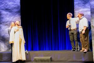 Gud och Satan (Isac Nyström och Lilly Anrep) samt de två smådjävlarna Nils Bertil Eriksson och Bengt Söhren Eriksson.