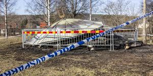Under påskaftonskvällen började Ejalundspaviljongen i Fagersta brinna.