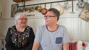 Joel Gustavsson och sambon Anita Högback har drivit Broarnas auktionshus i Norberg i femton år.