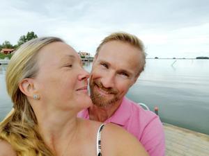 Annelie Lado och Jarl Nilsson träffades på SM i Wordfeud förra hösten. I dag är de ett par. Foto: Privat