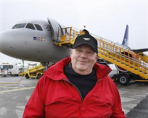 Det känns stort och hedrande, säger Ambjörn Sandler, när han fick reda på att ett av SAS flygplan, en Airbus 320, samma plan som på bilden, ska döpas till Ambjörn Viking och namnet kommer att skrivas på planets nos.
