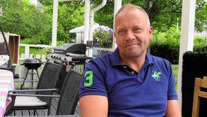 Fredrik Hallstensson på Göran Melins insamlingsstiftelse ska hjälpa cancersjuka  Alexander  och hans familj med en utlandsresa.