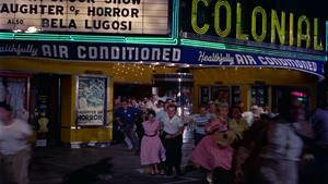 Publiken flyr från den lokala biografen och visningen av John Parkers expressionistiska skräckfilm