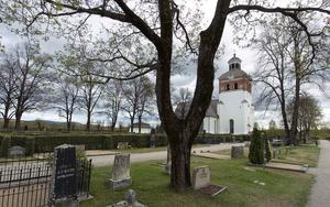 På en kyrkogård får man inte rasta hunden, dricka alkohol eller köra bil.