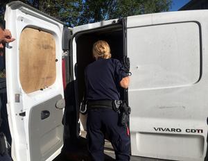 Stöldligorna använder  oftast  mindre eller större skåpbilar när de snabbt rör sig över landet och begår brott.