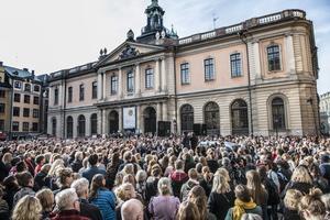 I april 2018 samlades tusentals personer på Stortorget i Gamla stan för att visa stöd för den tidigare ständiga sekreteraren Sara Danius. Arkivbild.Foto: Tomas Oneborg/SvD/TT