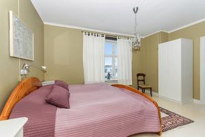Upp till sex rum kan användas som sovrum. Foto: Höga kustens fastighetsmäklare