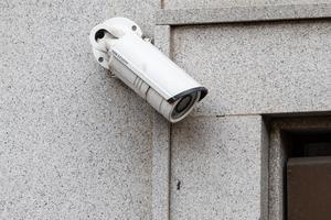 – Vi vill ha trygghetskameror utanför varje förskola, grundskola och gymnasieskola, säger William Elofsson, M.