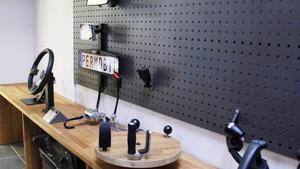 Ett axplock av hjälpmedel som kan monteras i bilarna som byggs om.