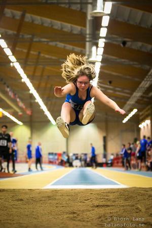 Lille Ruoskanen Idrottsgymnasiet Bollnäs hoppar 4.45 i längd, slår personligt rekord och vinner.