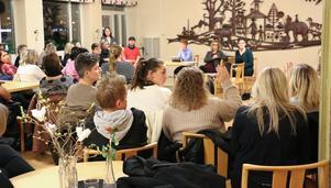En bild i från ett möte om omorganisationen inom Kula hemtjänst den i februari i år.