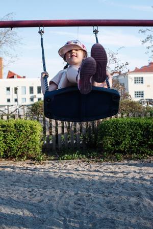 Melania Galvez Persson, 5,5 år gammal, gungade in sommaren.