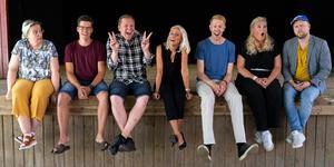Från vänster: Mervi kitti Alm (publikansvarig ), Magnus alm (scenchef), Anders stark(skådespelare och producent), Annie stark (skådespelare), Andreas sköld (skådespelare), Sussie Nordström (skådespelare) och Mathias wiik (producent).