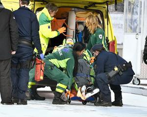 David Pizzoni Elfving lämnade Zinken i ambulans. Foto: Claudio Bresciani / TT