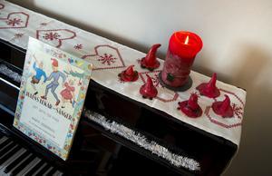 Traditionsenlig julstämning vid pianot. Foto: Pontus Lundahl/TT