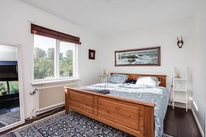 Arbogavillan har tre sovrum, men enligt mäklaren går det att använda det ena till matrum.Foto: Länsförsäkringar Fastighetsförmedling.