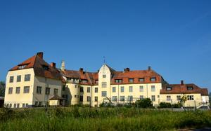Boda Borg, 2018. Huvudbyggnaden rymmer numera ett övernattningsboende och en konferensanläggning intill äventyrshuset.