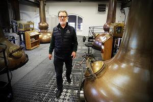 Nu lämnar Thomas Larsson  snart destilleriet  som pensionär.