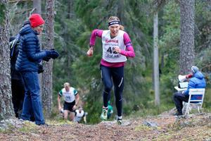 Nästan på hemmaplan. I början av oktober ställde Tove Alexandersson upp i Hackmora bergslopp – och vann. Foto: Sven Alexandersson