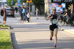 Trea i mål i tävlingsklassen blev Josefin Gerdevåg, som springer för KFUM Örebro Friidrott.