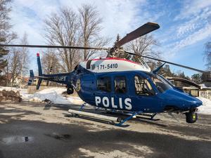 Polishelikopter hjälper till i letandet efter den 34-åriga kvinnan i Avesta.