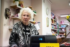 Britt-Marie Andersson har  drivit godisbutiken sedan 1980. Förra tisdagsmorgonen förstördes dörren till butiken vid ett inbrottsförsök.
