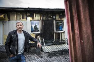 Anders Åström sprang hem och hämtade brandsläckare och hjälpte till att bekämpa branden innan räddningstjänsten anlände.