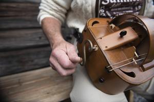 Dieter Fundas vevlira, ett instrument med anor från 1100-talet, påminner lite om säckpipa i ljudet.