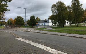Korsningen Holmfastvägen-Brolundavägen föreslås bli ett nytt stadsdelscentrum med mer service och handel. Foto: Södertälje kommun