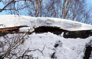 Taket på logen skottades aldrig och i mars brakade det samman.