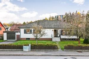 Huset på Västeråsvägen i Köping är mest klickat den senaste veckan i KAK-området. Foto: Fastighetsbyrån.