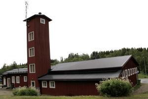 Ljusdals kommun äger byggnader och har verksamheter i Los, bland annat är brandstationen ännu kommunägd.