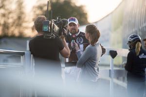 Stjärntränaren Daniel Redén var på plats och var ett hett villebråd hos journalisterna.