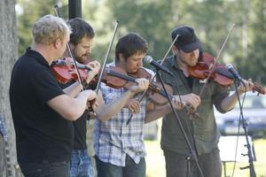 Finnskogsmusik var temat för stämman och Gustav Eriksson, Anders Olsson, Eric Henriksson och Thomas von Wachenfeldt bjöd på flera låtar av bland annat Hultkläppen.