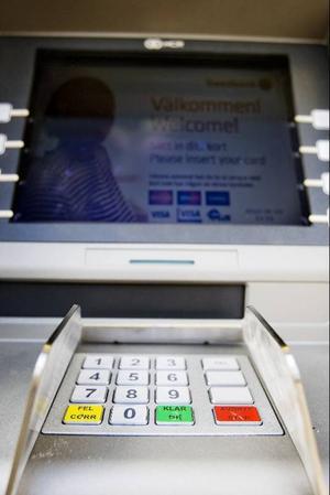 I en vecka har man nu kunnat ta ut kontanter i Frostviksområdet även när affären eller macken inte är öppen.