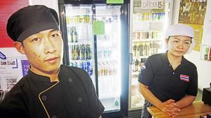 Surin Tami måste lämna landet senast den 19 februari. Hans chef tillika moster, Aluma Sam säger att det kan betyda att restaurangen måste stänga.