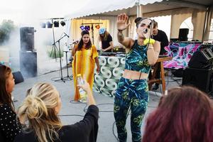 Cleo och Kristin Amparo med Broke 'n Tipsy på Burefestivalen 2014.