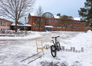 I tre av de fyra alternativen i grundskoleutredningen försvinner högstadiet från Åkerö skola.
