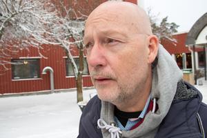 Stefan Falk förklarar att han fortfarande är irriterad i ögonen.