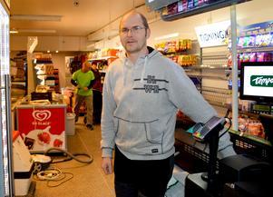 Kim Källs på Tempo har velat bli postombud sedan nyöppningen för två år sedan.