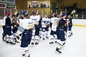Sundsvalls supportar gav sitt lag ett starkt stöd och fick fira med laget efteråt.
